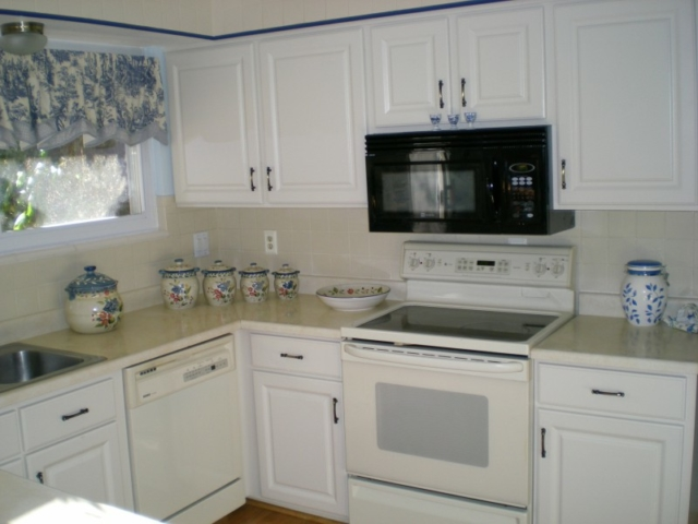 White Thermofoil Cabinets